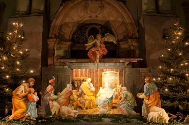 Christmas-nativity-scene-56a000d23df78cafda9f8e44